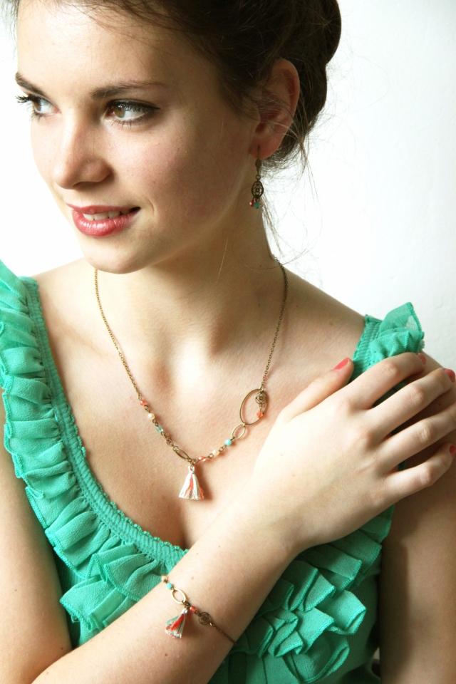 bijoux pompons corail et turquoise