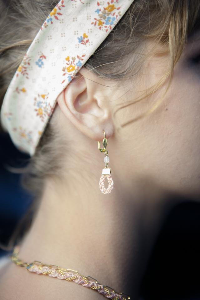 boucles d'oreilles rose poudré