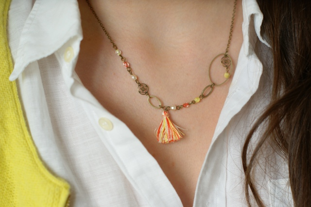 collier jaune et corail
